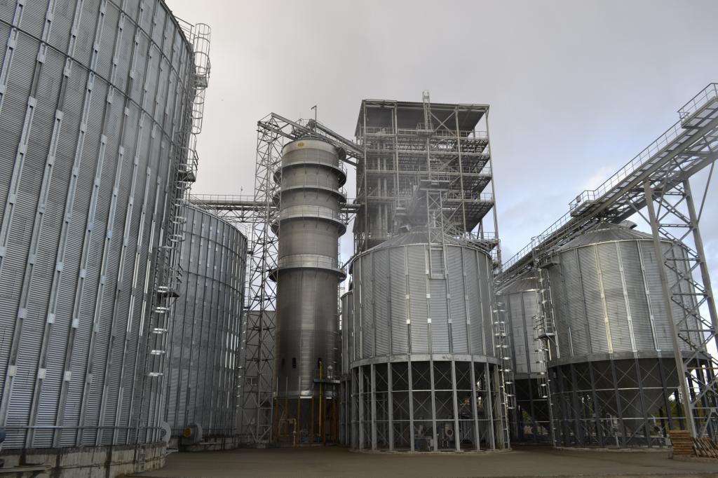 На элеваторе в разгаре сезон переработки кукурузы